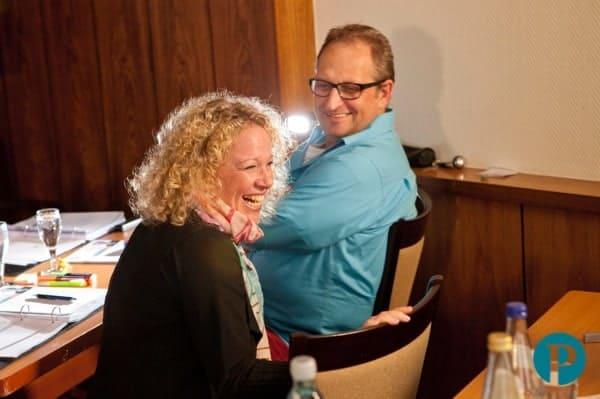 Hypnose-Ausbildug - lachende Teilnehmerin