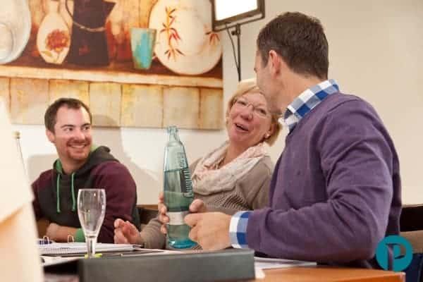 Hypnose-Ausbildung - Teilnehmer unterhalten sich